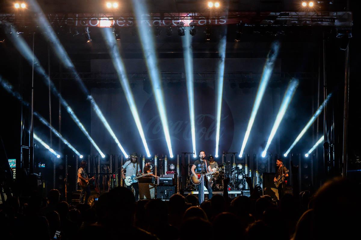 2019-Photo-Brothers-Osborne-cool-lights